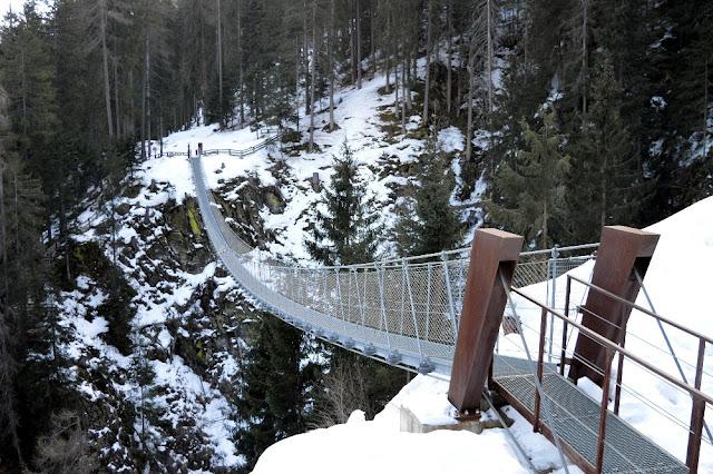 ponte tibetano val di rabbi