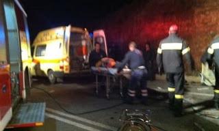 Μία 37χρονη γυναίκα έχασε τη ζωή της σε τροχαίο δυστύχημα λίγο μετά  μεσάνυχτα στη Λάρισα ενώ ένας άντρας γύρω 10e8e4fd3e4