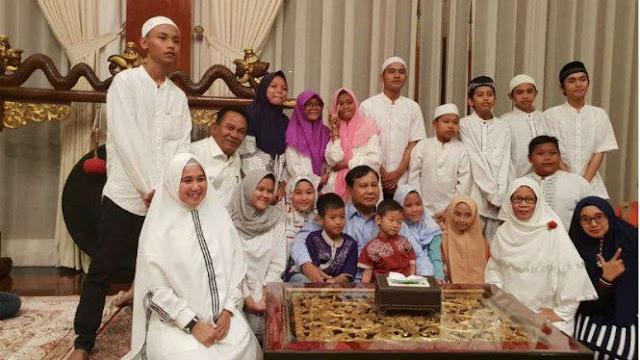 Prabowo Habiskan Malam Tahun Baru Bersama Anak Yatim