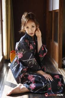 Attractive Asian woman Shuri Maihama enjoys group intercourse motion