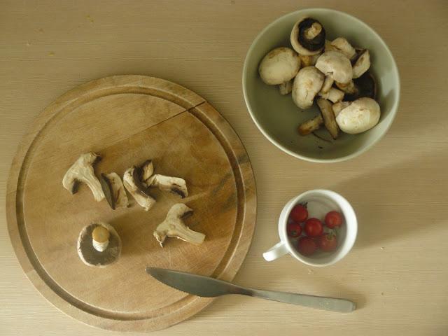 kuskus z pieczarkami i pomidorami