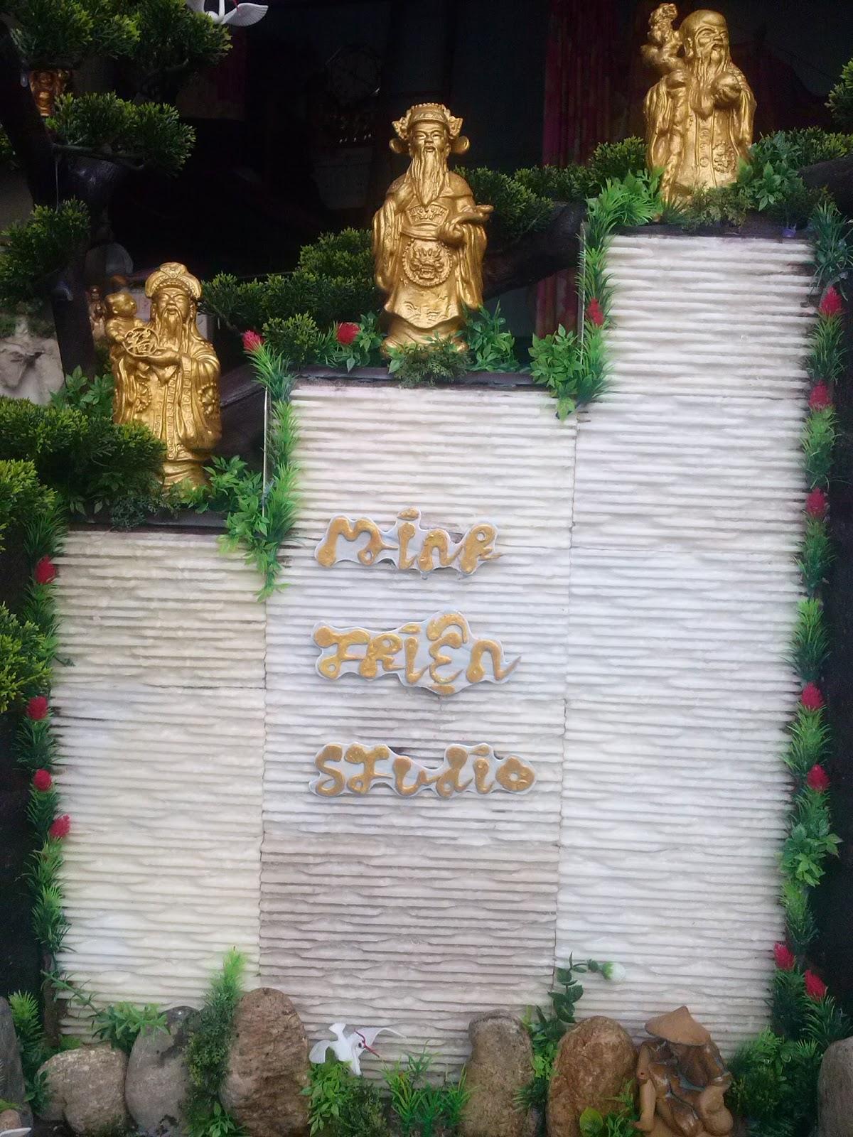 bảng hiệu dạng thác nước phong thủy