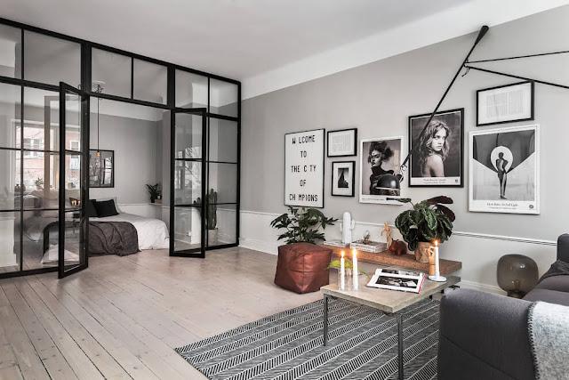 Plan deschis și perete de sticlă în dormitor într-un apartament de 52 m²