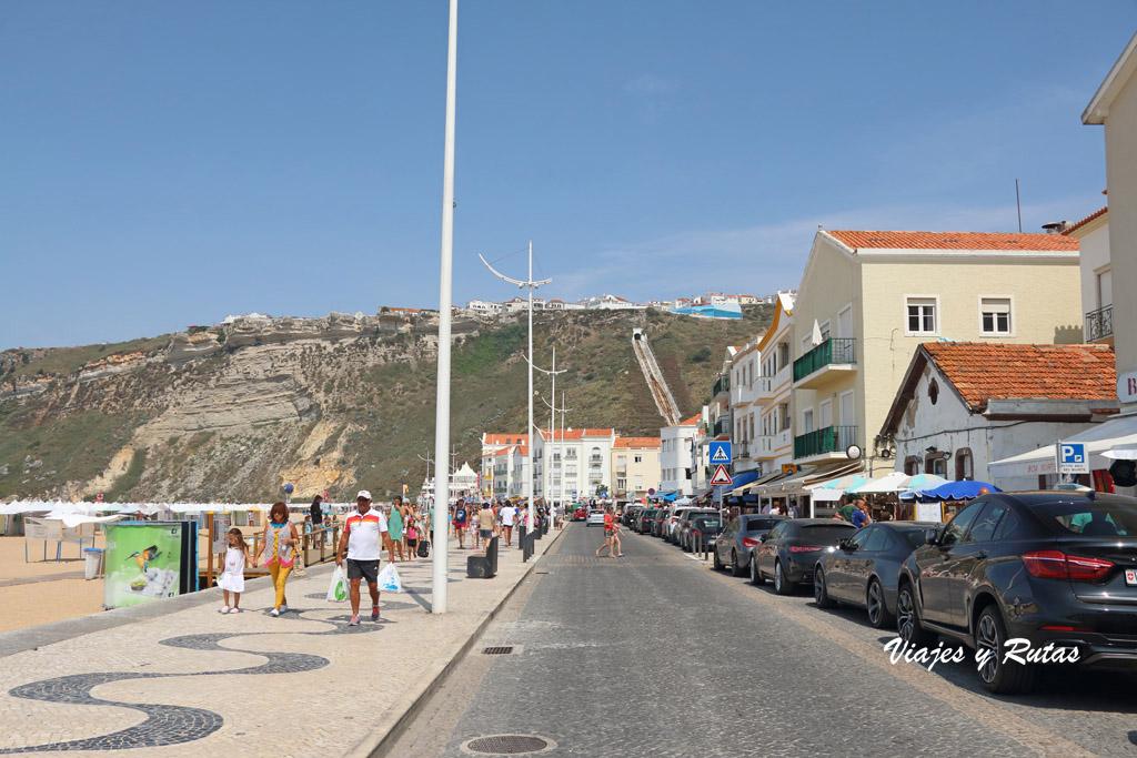 Paseo junto a la playa de Nazaré