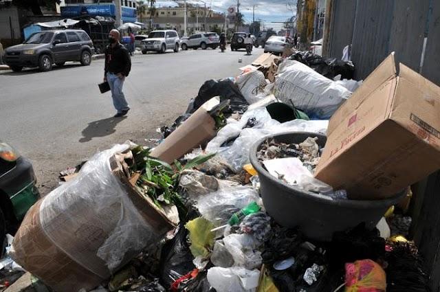 La basura se traga sectores de Santo Domingo Oeste