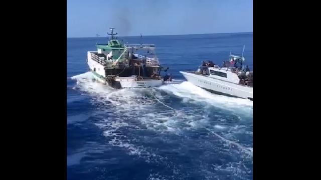 حرس الحدود الايطالي يطلق النار على مركب صيد تونسي !