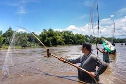 17 Arti Mimpi Menangkap Ikan Di Air Keruh Menurut Primbon Jawa Terlengkap