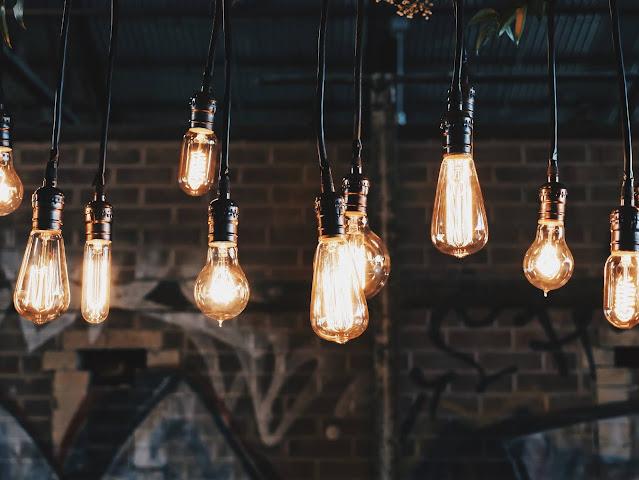 Vintage style lightbulbs:Photo by Patrick Tomasso on Unsplash