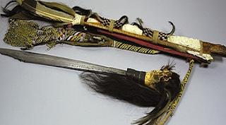 Mandau, Senjata Tradisional Orang Dayak di Kalimantan