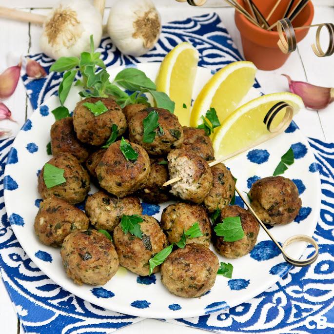 Recept: zo maak je zelf kruidige Griekse gehaktballetjes