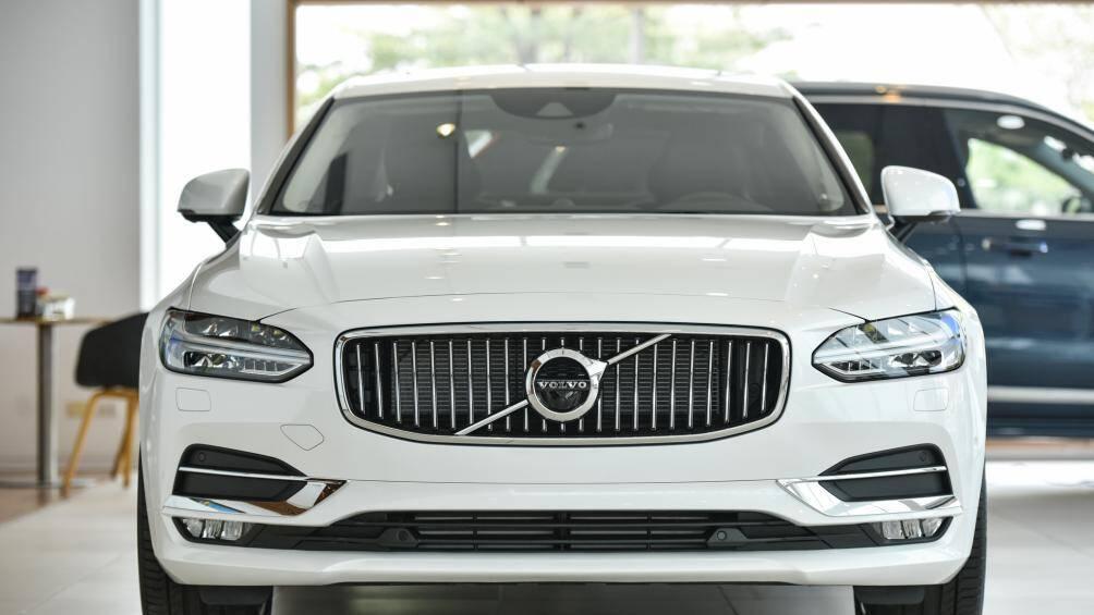 Volvo S90 2020 nhập khẩu từ Malaysia, rẻ hơn bản cũ nửa tỷ đồng