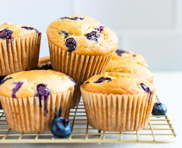 The Best Vegan Blueberry Muffins #vegan #dessert