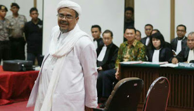 Ternyata Ini Alasan Habib Rizieq Tidak Menyalami Ahok Usai Persidangan