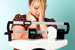 """<img src=""""no-puedo-bajar-de-peso.jpg"""" alt=""""esto se debe a varios factores; entre los que se encuentran, la falta de ejercicio y hacer dietas hipocalóricas"""">"""