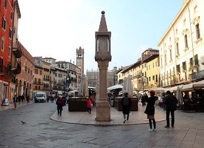 Plaza de las Hierbas en Verona