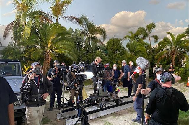 Ada Mobil Anti Brimob di Filmnya Dwayne Johnson, Gal Gadot dan Ryan Reynolds