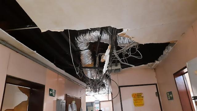 Mais uma parte do forro do teto do Hospital da Restauração desaba