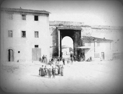 Foto Porta Fiorentina nel 1886 dall'interno