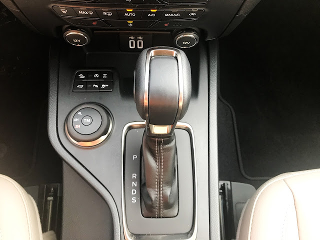 Center console in 2020 Ford Ranger Supercrew 4X4 Lariat