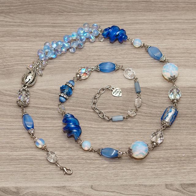 ожерелье с бусинами лэмпворк