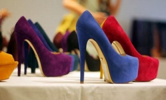 a91d83b26 Toda garota AMA sapatos, certo? Se sua amiga também, procure saber o número  que ela calce e escolha um bem bonito, não precisa ser de salto alto, ...