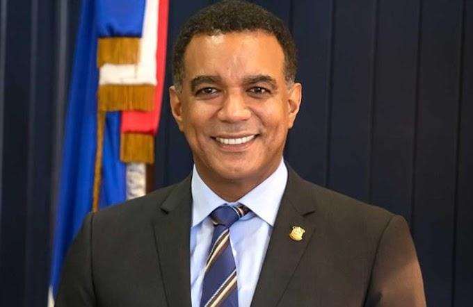Senador Carlos Gómez anuncia en NY  proyecto para eliminar impuestos a pasajes aéreos y afirma Abinader cumple con la diáspora