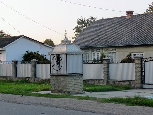 Колодец возле трассы в с. Маршинцы, Новоселицкий р-н, Черновицкая обл.