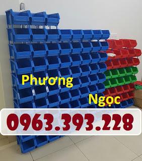 65b1d6d9cc3c2b62722d Khay nhựa có tắc kê chống tầng, kệ dụng cụ A6 xếp chồng, khay đựng ốc vít