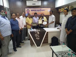 समरस फाउंडेशन ने किया जौनपुर के पत्रकार आनंद देव का अभिनंदन   #NayaSaberaNetwork