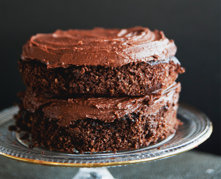 In the Kitchen | Two Chocolate Recipes to Try this Weekend: Cake & Brownies
