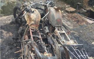 बापू नगर में रहने वाले व्यापारी परिवार की खड़े गाड़ी में लगाई आग
