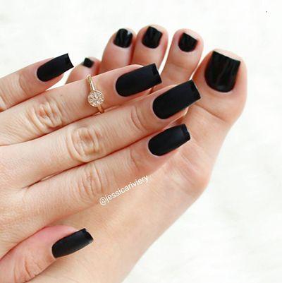 unhas com esmaltes escuros 8