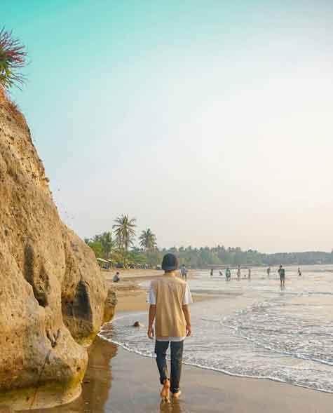 Keindahan Pantai Carita Banten