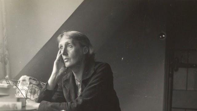 Pensamientos de paz durante un ataque aéreo por Virginia Woolf