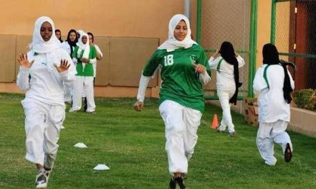 انطلاق أول دوري نسائي لكرة القدم بالسعودية اليوم