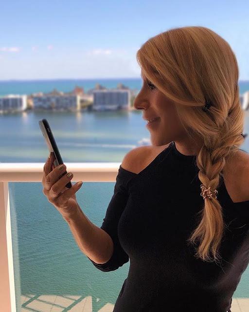 Lori Greiner Hot & Sexy Pics