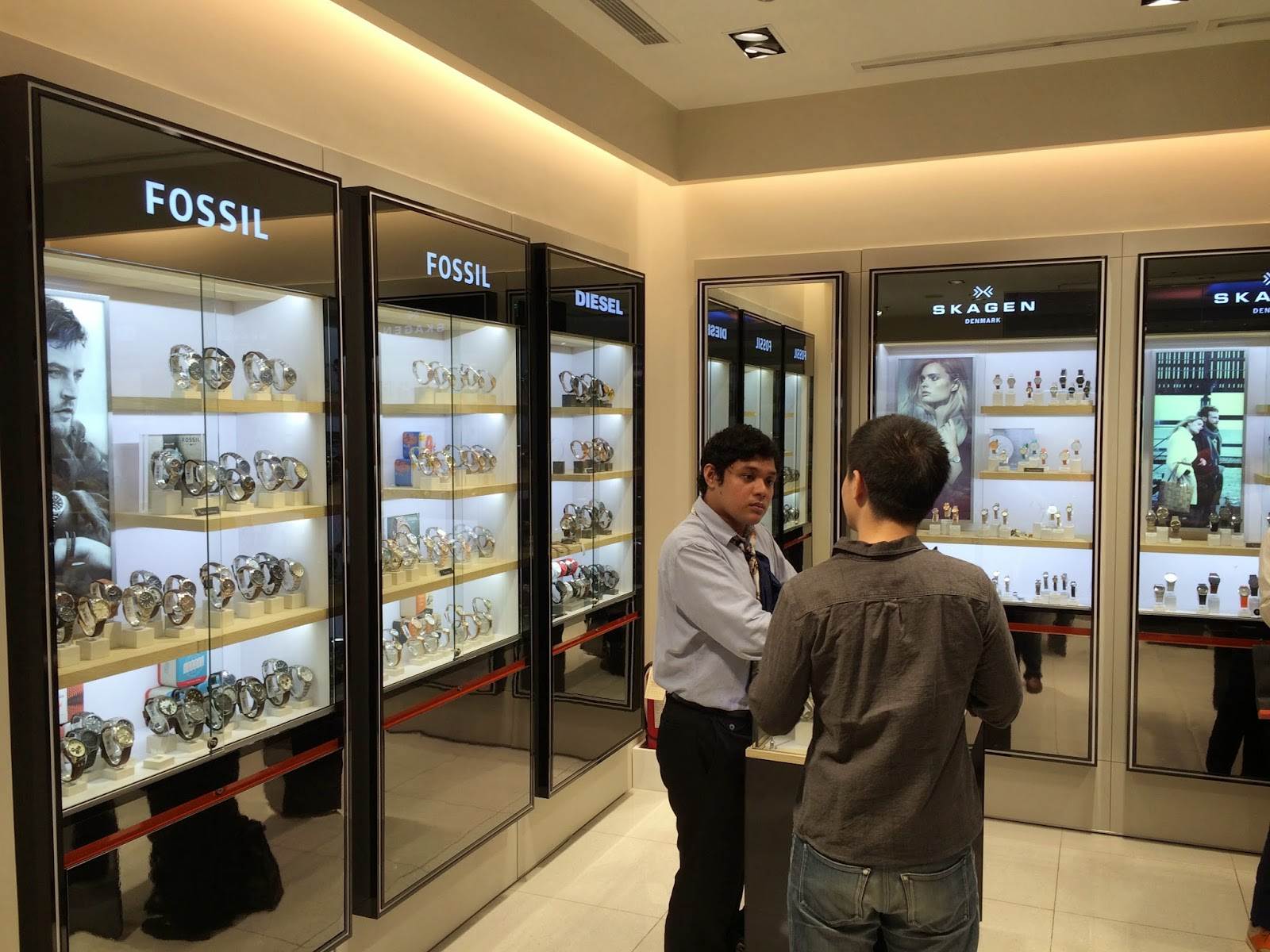 0b86c7ff5e29 WSI provides a compelling and inspiring shopping experience for guests by  curating the world s best watch brands. The store features a clean