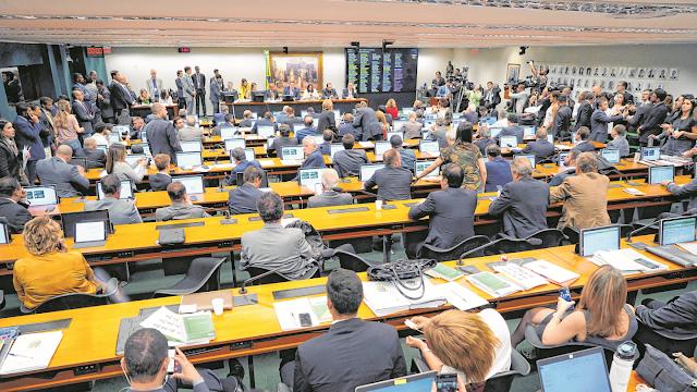 PEC da 2ª instância divide bancada do Ceará na Câmara