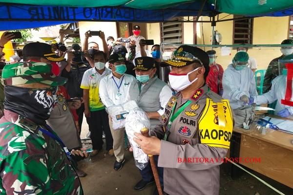 Kapolda Kalteng Tinjau Posko Jaga Tim Gugus Covid- 19 Perbatasan Kalteng- Kalsel di Pasar Panas