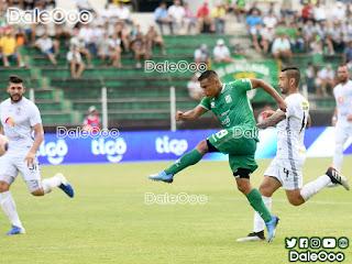 Oscar Salinas al momento de marcar su primer gol en Oriente Petrolero - DaleOoo
