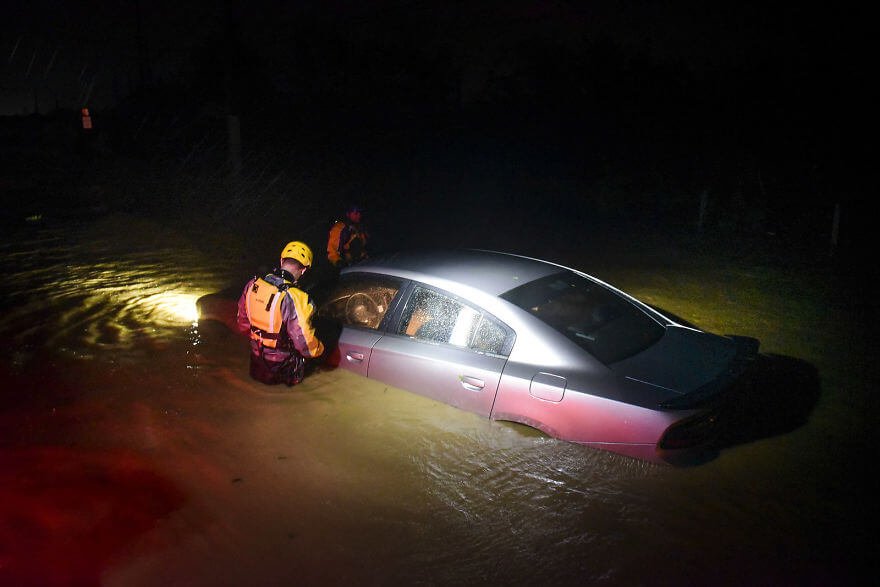 30 Shocking Pictures That Show How Catastrophic Hurricane Irma Is - Rescue Staff From The Municipal Emergency Management Agency Investigate An Empty Flooded Car
