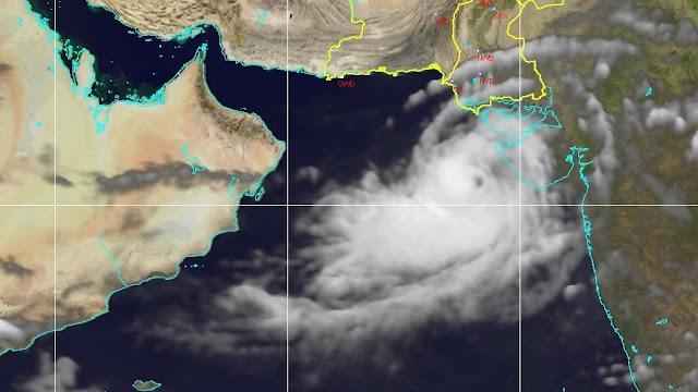 """توقعات بتحرك الإعصار """"فايو"""" إلى وسط بحر العرب"""