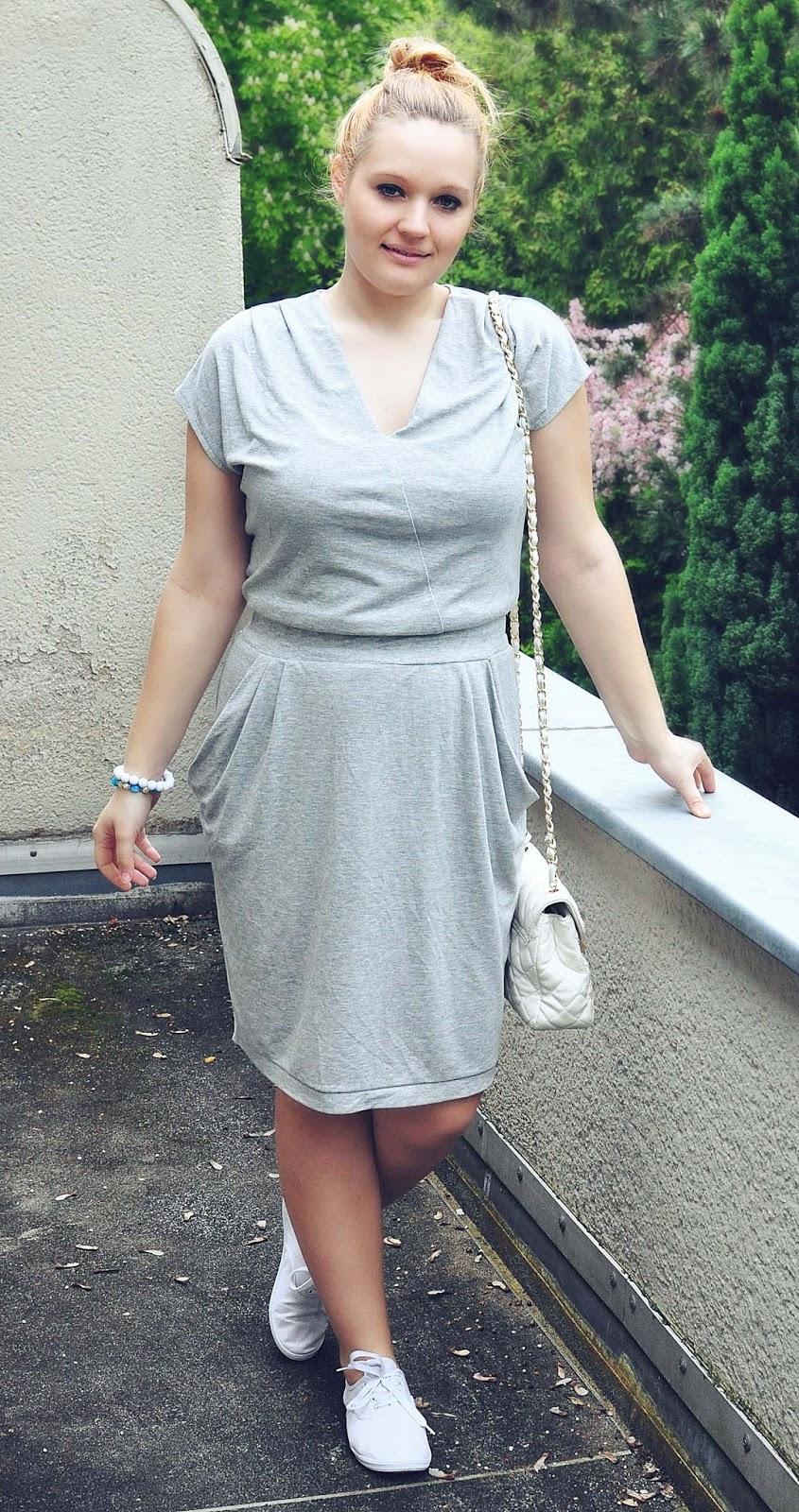 sukienka-kryjąca-brzuch