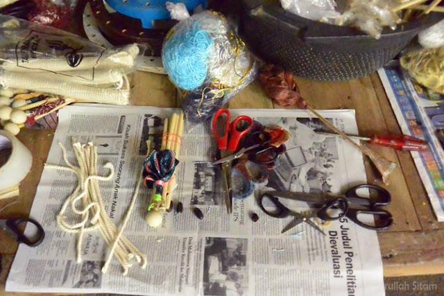 Bahan dan alat yang dipakai membuat boneka