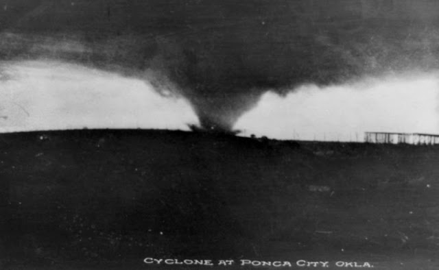 World's Earliest Tornado Photos: Storm Chasers Took Some