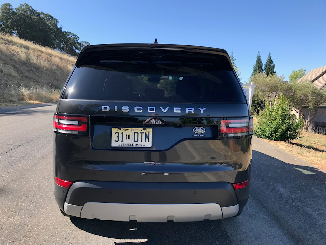 Rear view of 2019 Land Rover Discovery HSE Luxury
