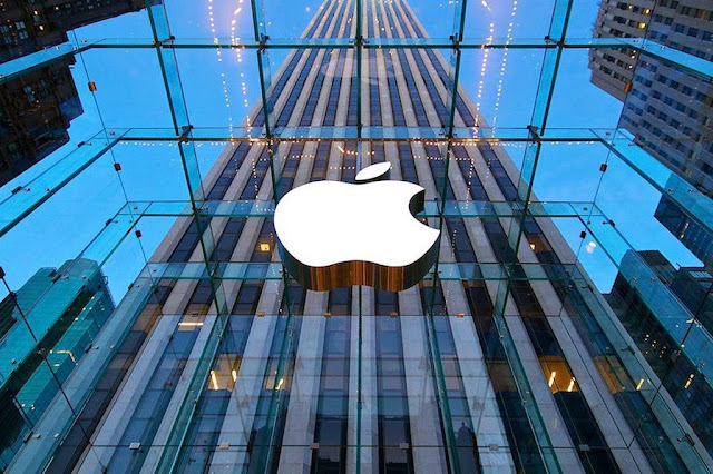 Apple briefly worth more than $900B