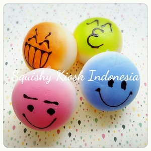 Jumbo color emoticon squishy