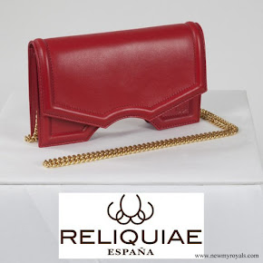 Queen Letizia carried RELIQUIAE micro archy rojo clutch bag