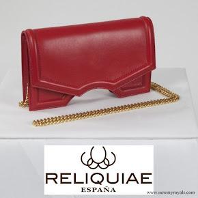 Queen Letizia carried RELIQUIAE micro archy rojo clutch bag